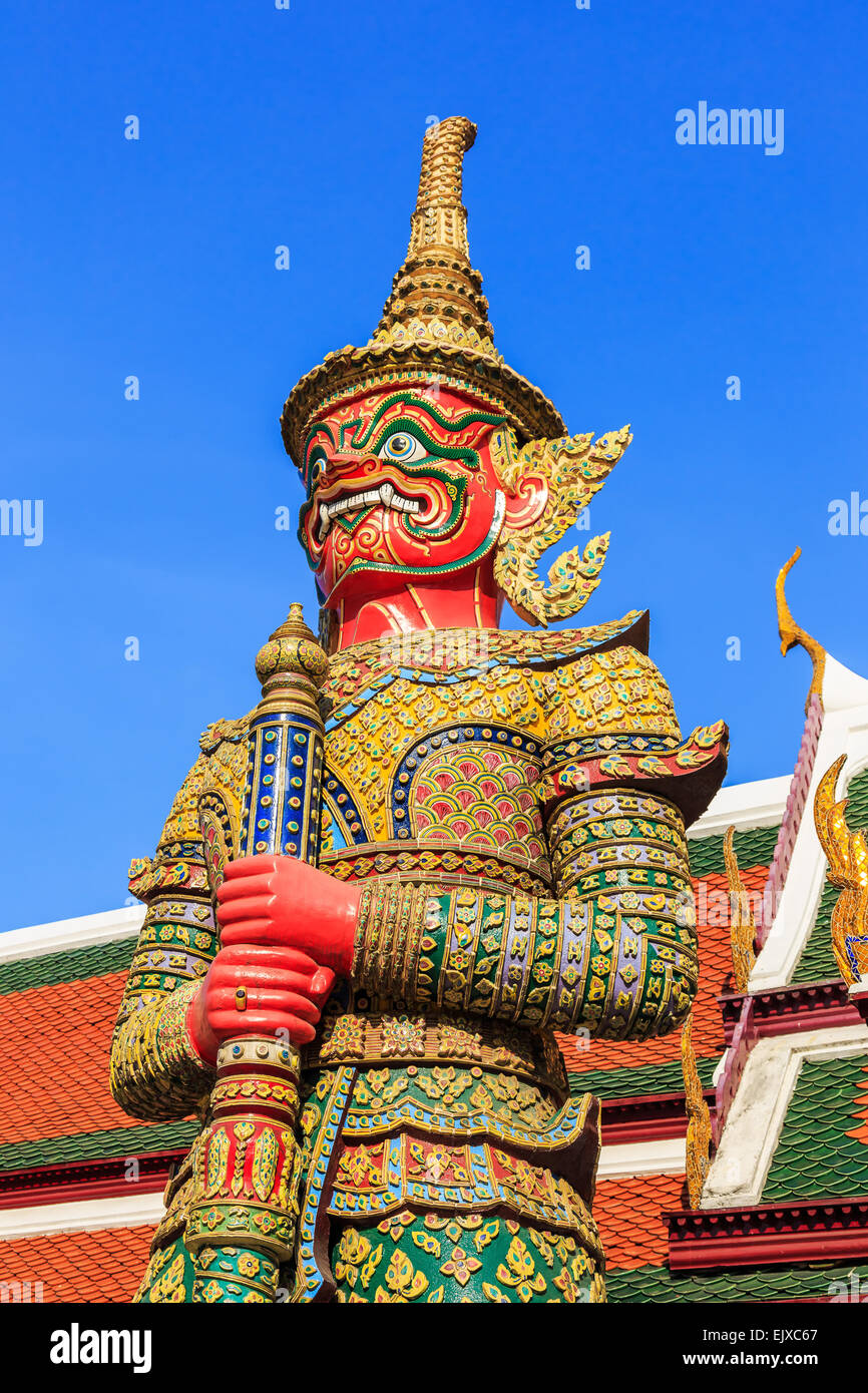 Tuteur géant au Wat Phra Kaeo. Bangkok, Thaïlande Photo Stock