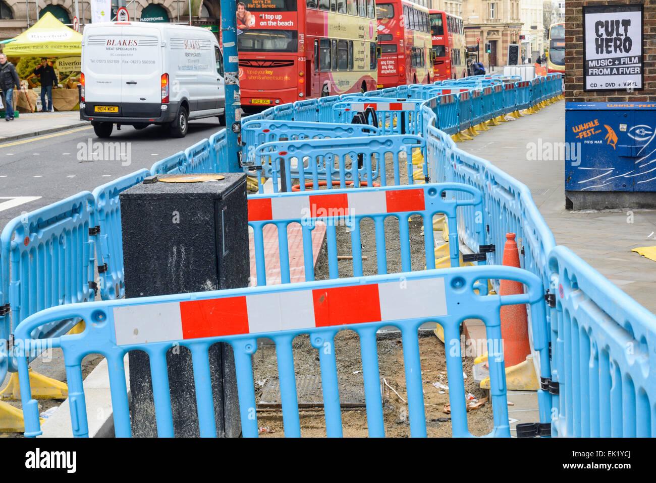 Obstacles de la chaussée où c'est être déterrés. Photo Stock