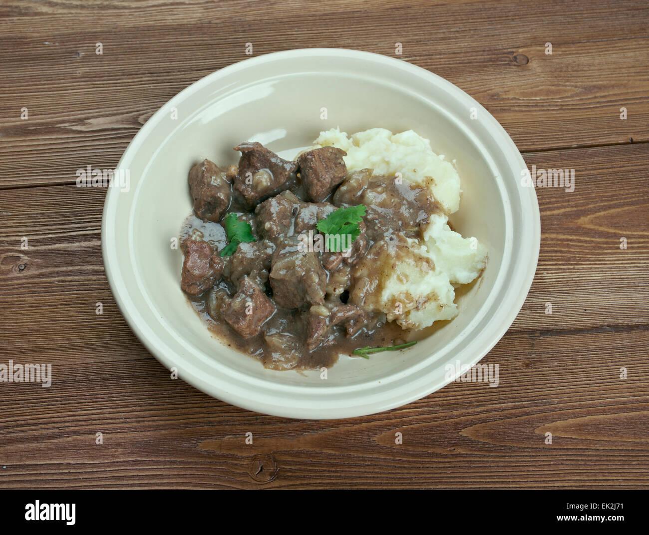 - Boeuf Hachee néerlandais et oignon ragoût. ragoût traditionnel néerlandais basé sur les dés de viande, volaille ou de poisson, et des légumes. Banque D'Images