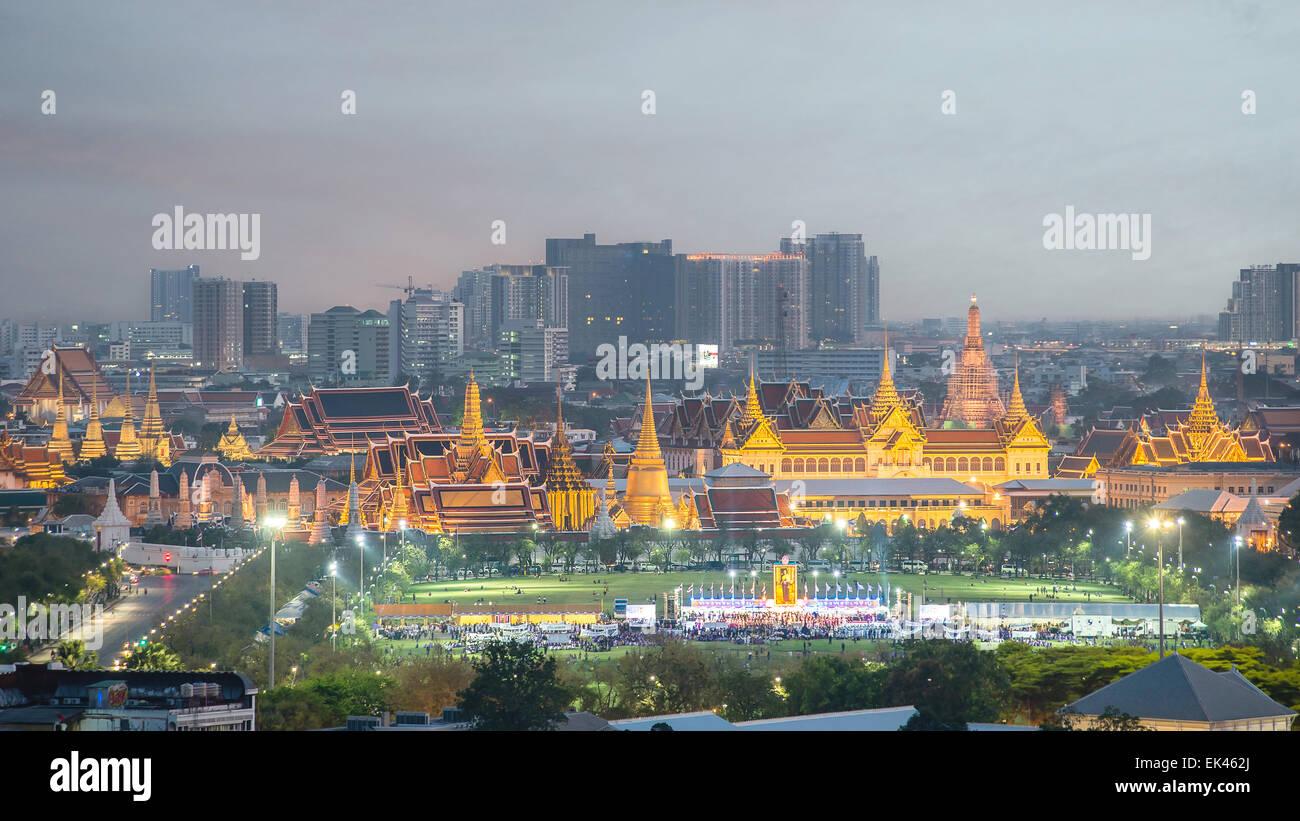 Wat Phra Keo, le Temple du Bouddha d'Émeraude, Grand Palais, au crépuscule, à Bangkok, Thaïlande Photo Stock