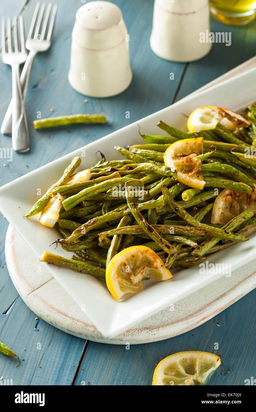 Des haricots verts sautés avec ail et citron Photo Stock