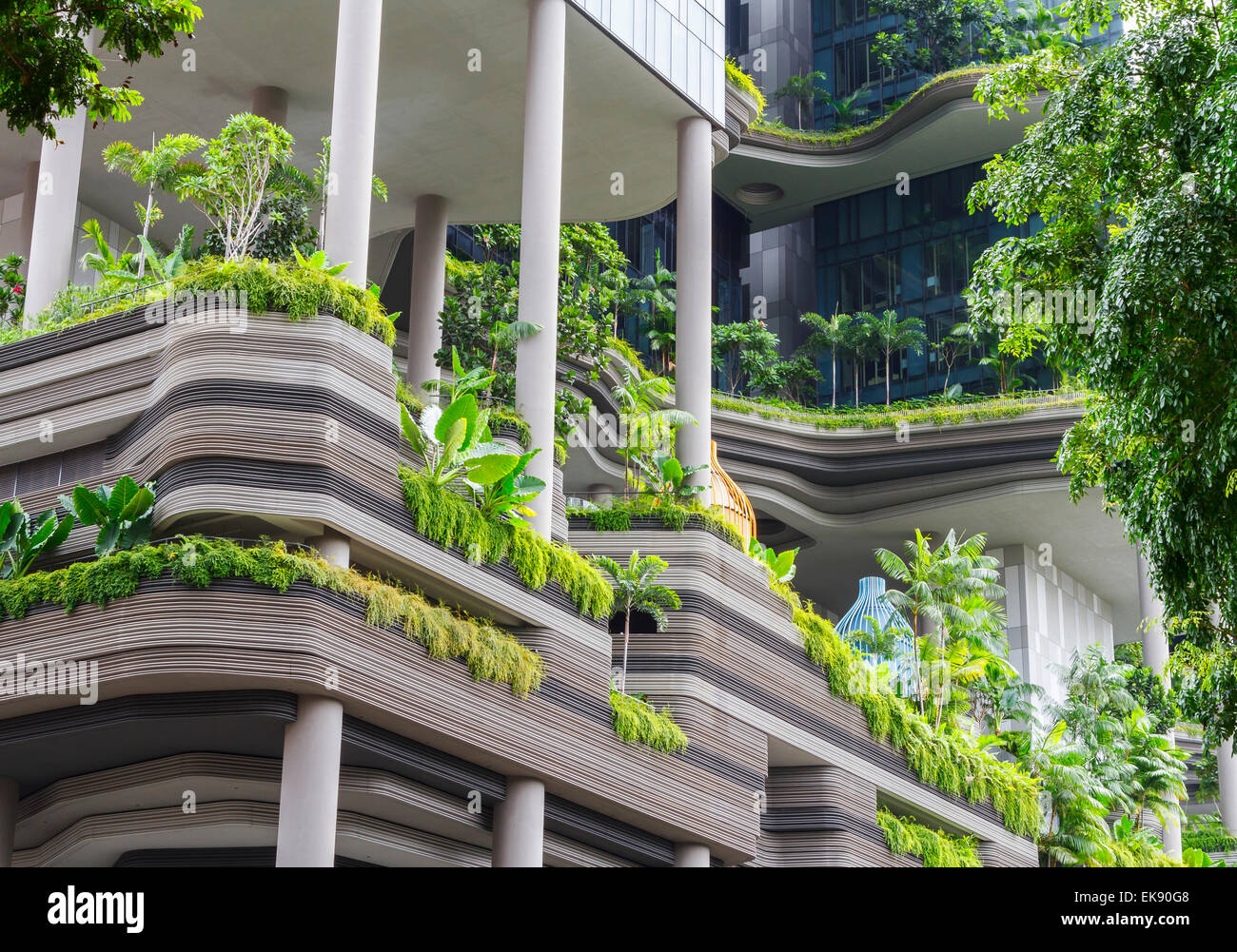 Hôtel avec un balcon luxuriante Photo Stock