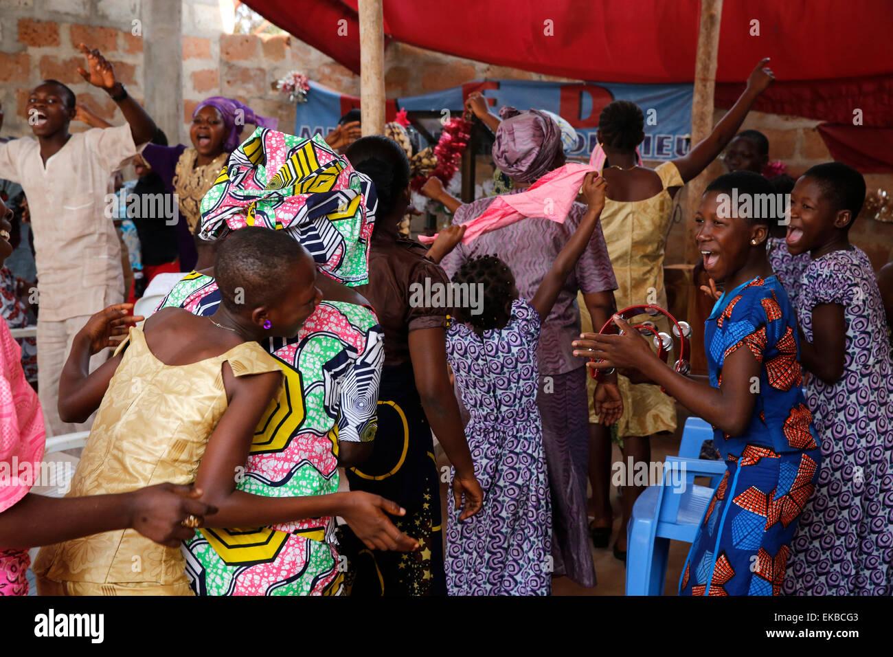 Le dimanche de Pentecôte, Missessinto, Bénin, Afrique de l'Ouest, l'Afrique Photo Stock