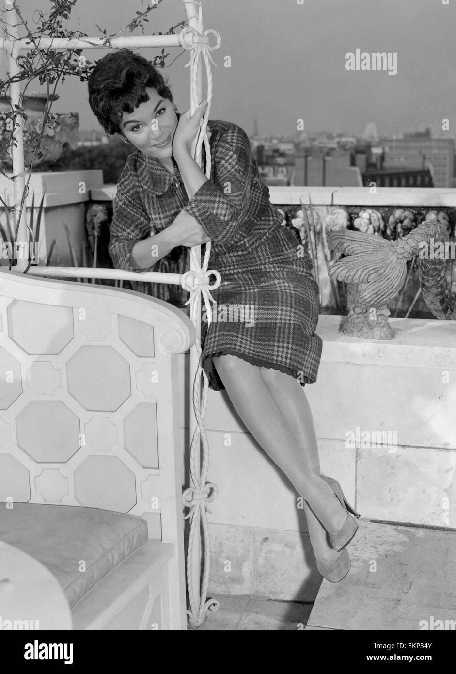 La chanteuse américaine Connie Francis photographié à son hôtel peu de temps après son arrivée au Royaume-Uni. 18 août 1959. Banque D'Images