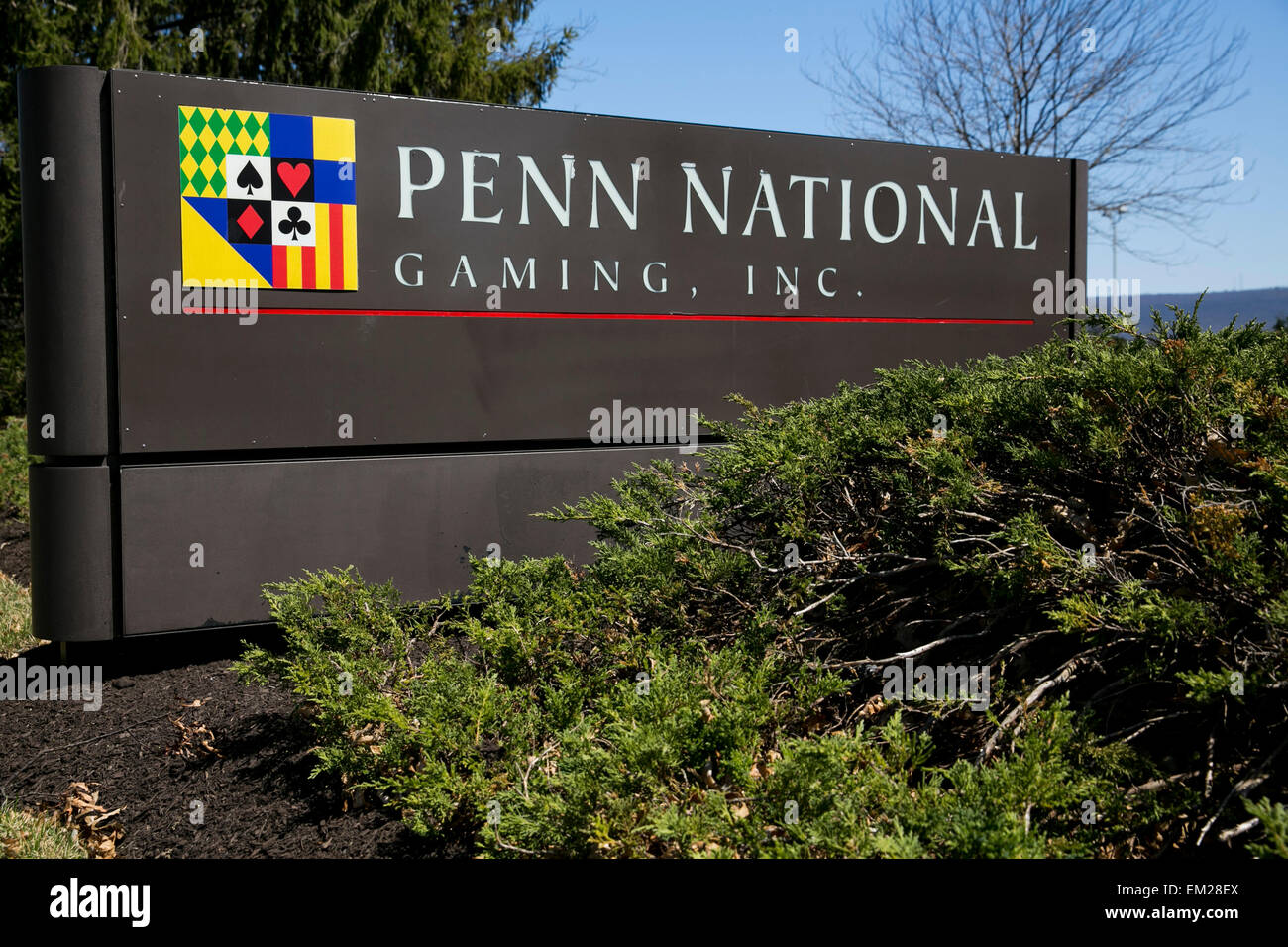 Un logo signer devant le siège de Penn National Gaming, Inc., dans Wyomissing, Pennsylvanie. Photo Stock
