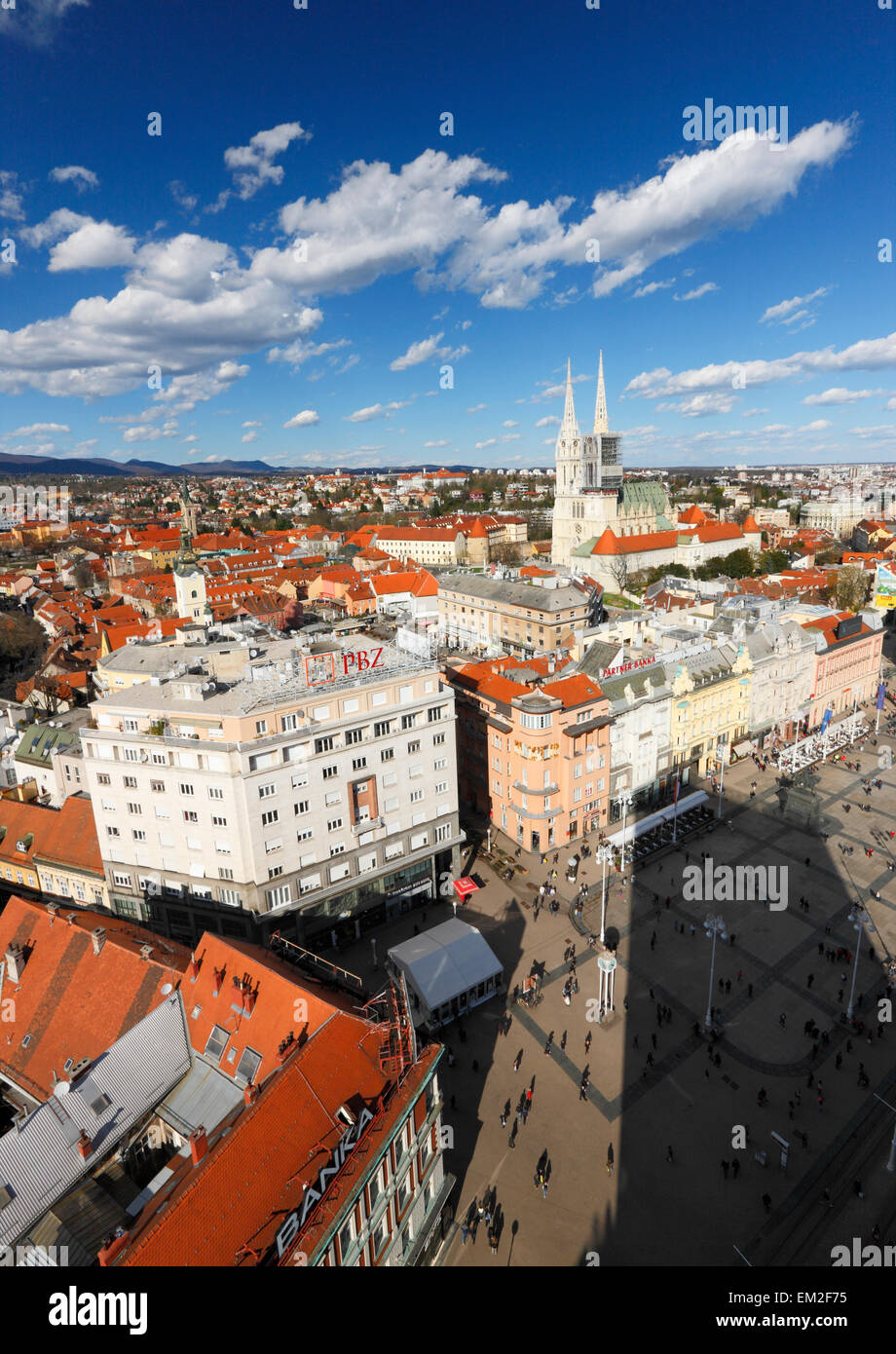 Vue aérienne de Zagreb. Jelacic et cathédrale de Zagreb. Photo Stock