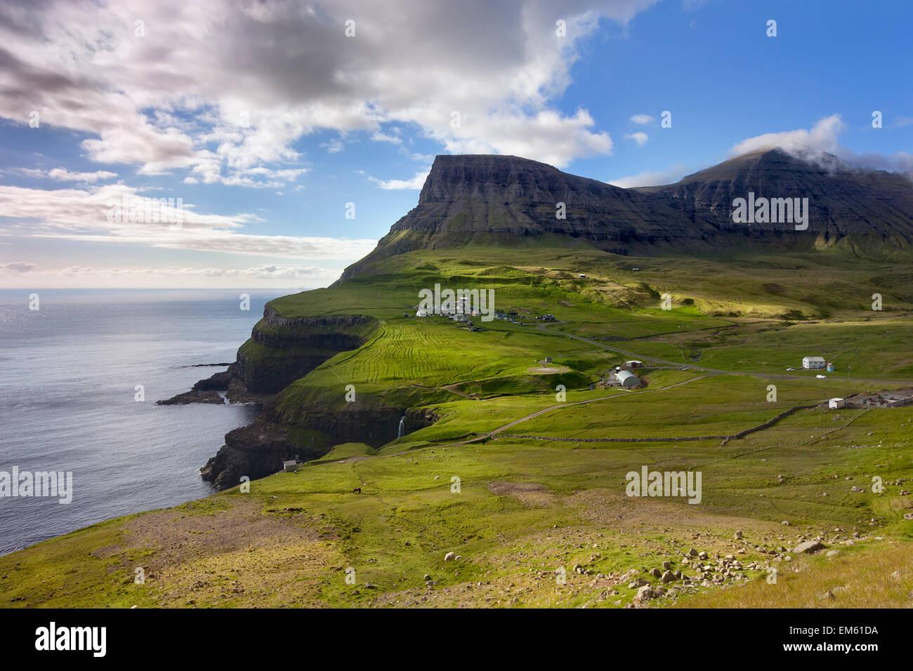 Gasadalur, îles Féroé: splendide paysage naturel Photo Stock