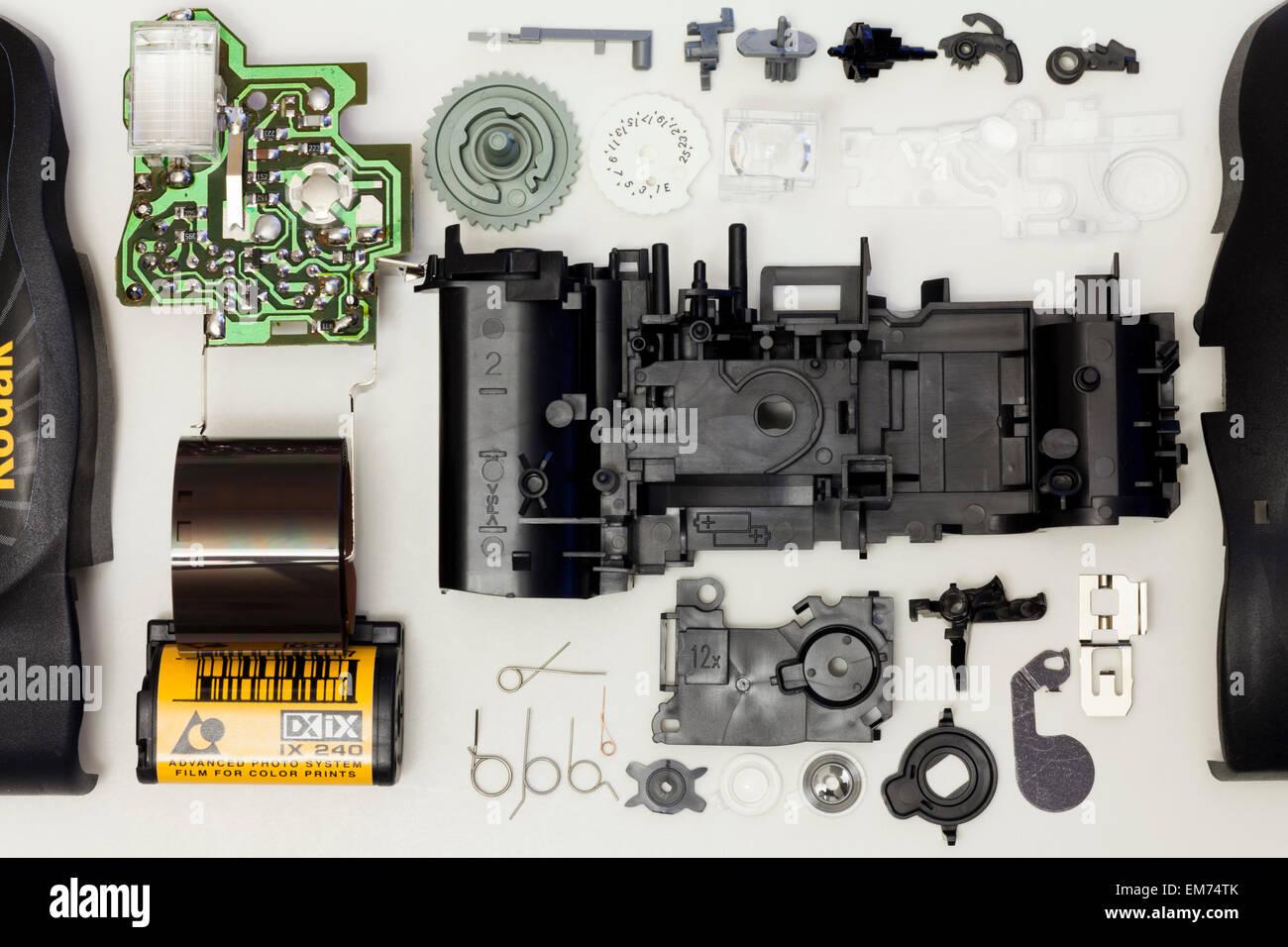Vue éclatée des pièces de l'appareil photo jetable Kodak Advantix Photo Stock