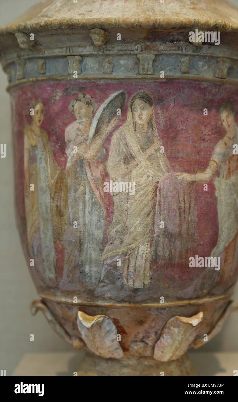 Vase en terre cuite. Le grec, le Sicilien. Centuripe, 3ème-2ème siècle avant JC. Quatre femmes. La scène montre une mariée entourée par des préposés. Banque D'Images