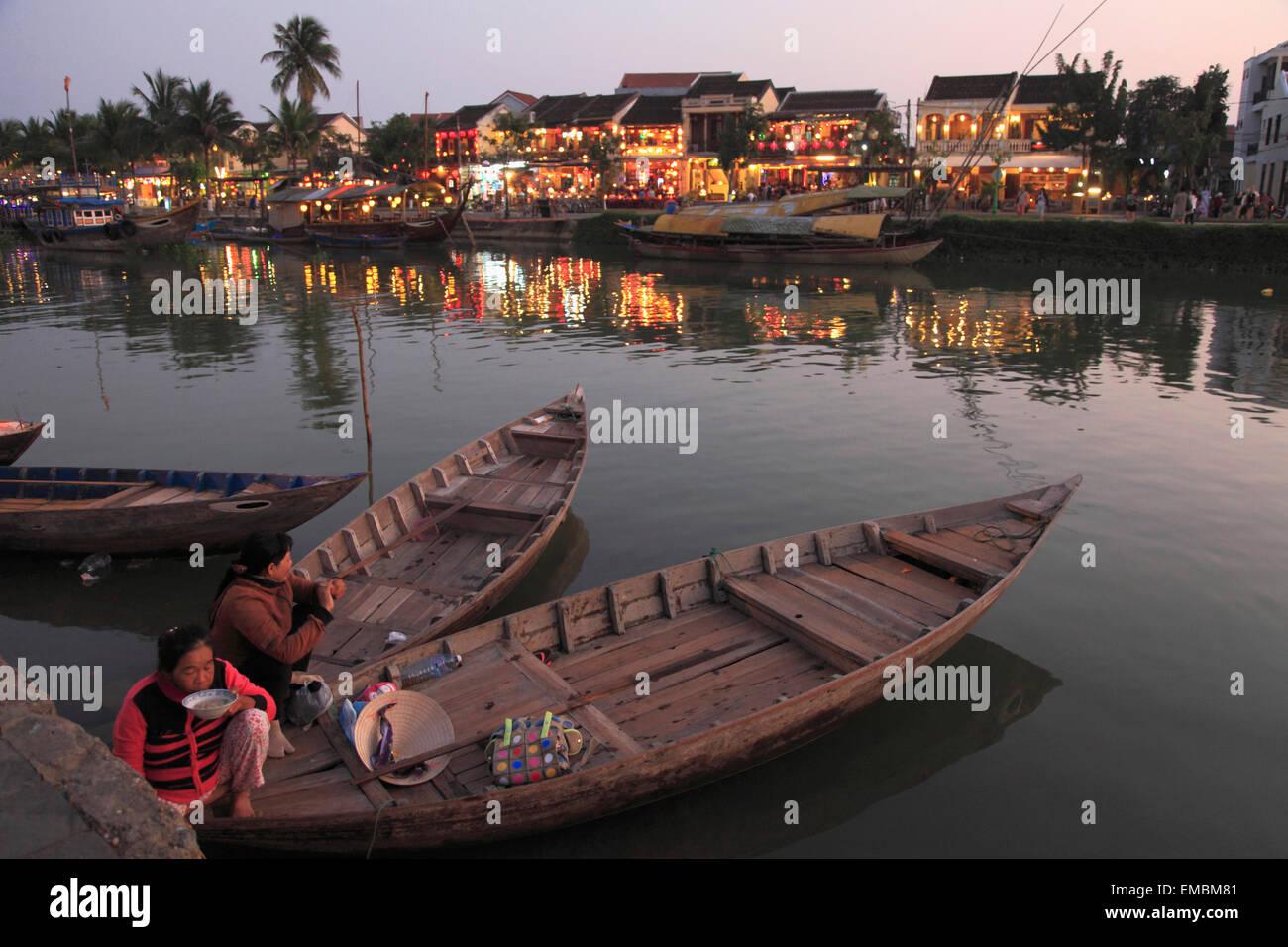 Vietnam, Hoi An, la rivière Thu Bon, les bateaux, les gens, Photo Stock