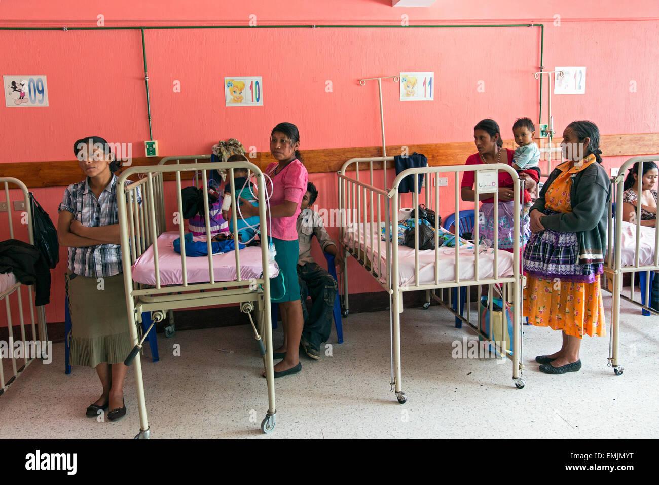 Guatemala,Jalapa, salle commune des enfants dans l'hôpital local Photo Stock