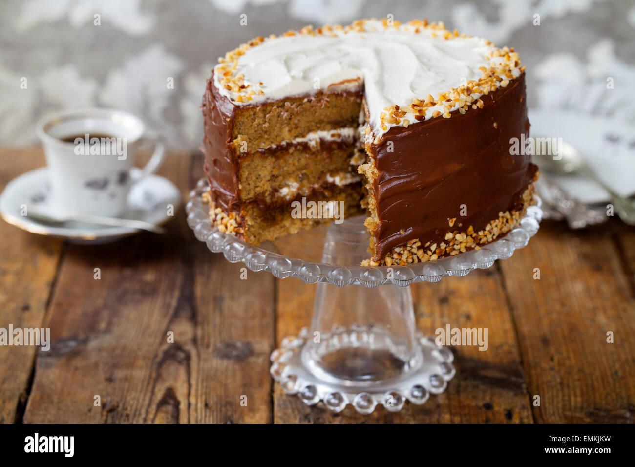 Café et gâteau aux noisettes Photo Stock