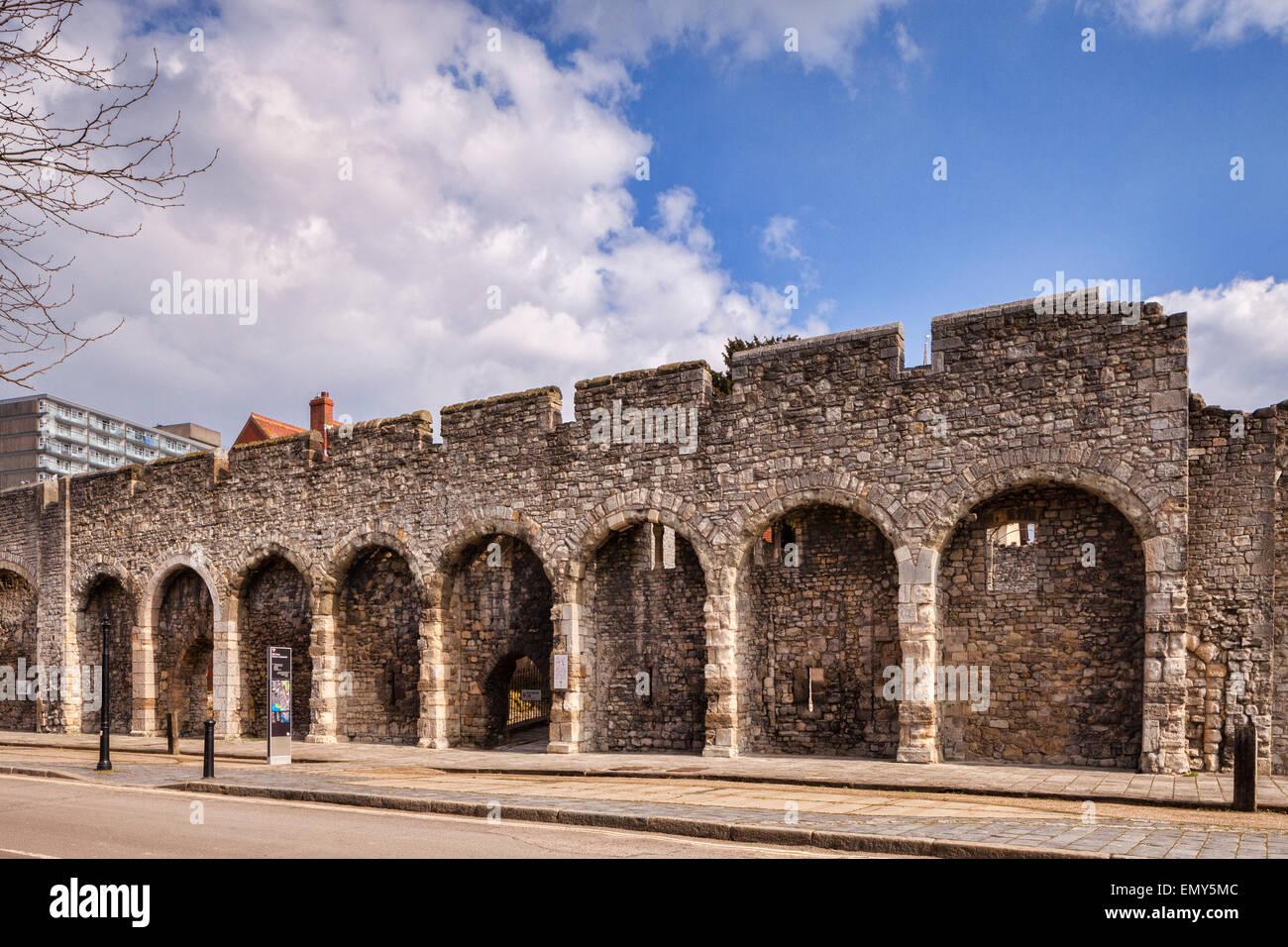 Une partie des murs de la vieille ville de la ville de Southampton, Hampshire, Angleterre. Photo Stock