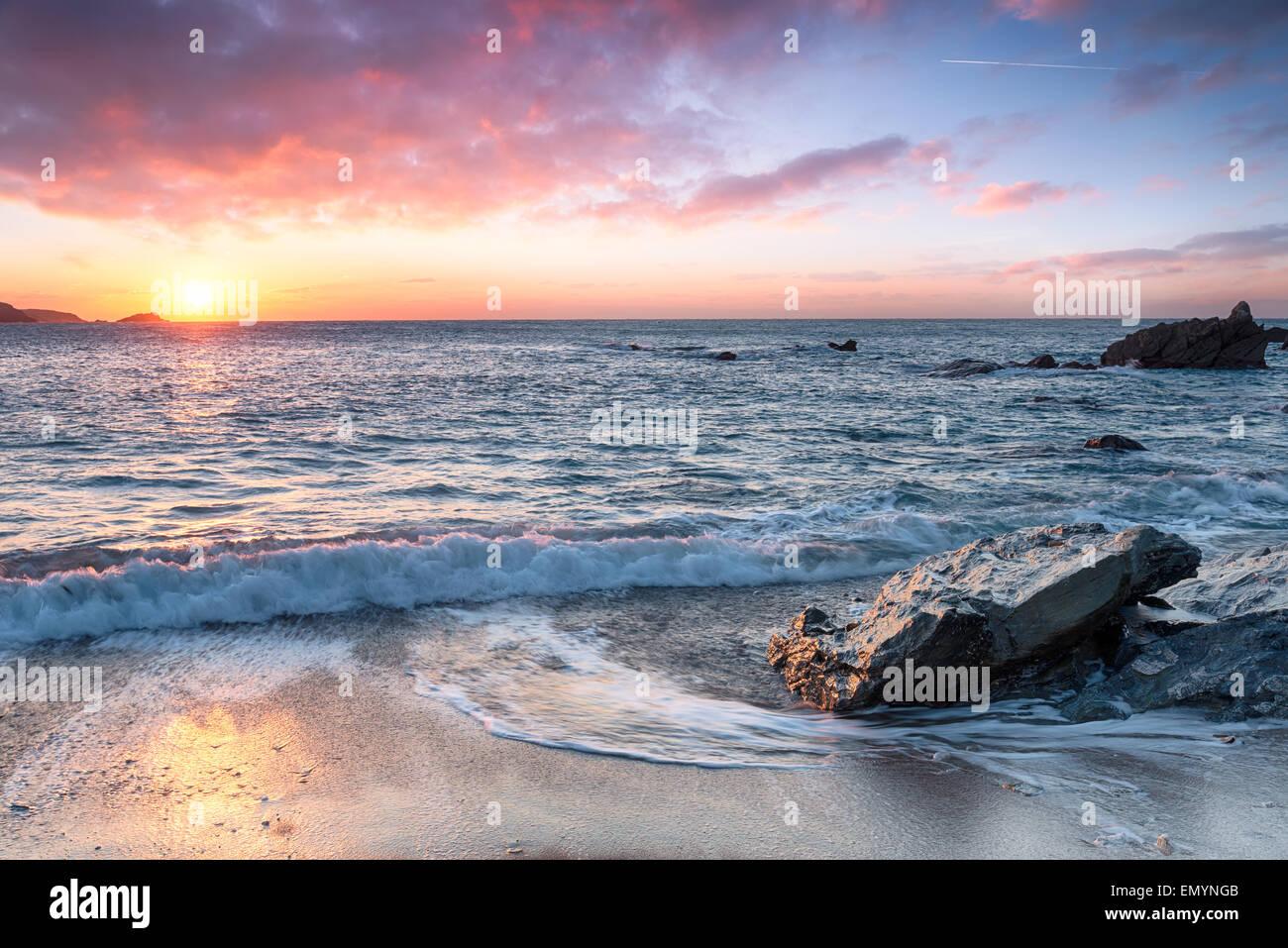 Belle plage au coucher du soleil Photo Stock