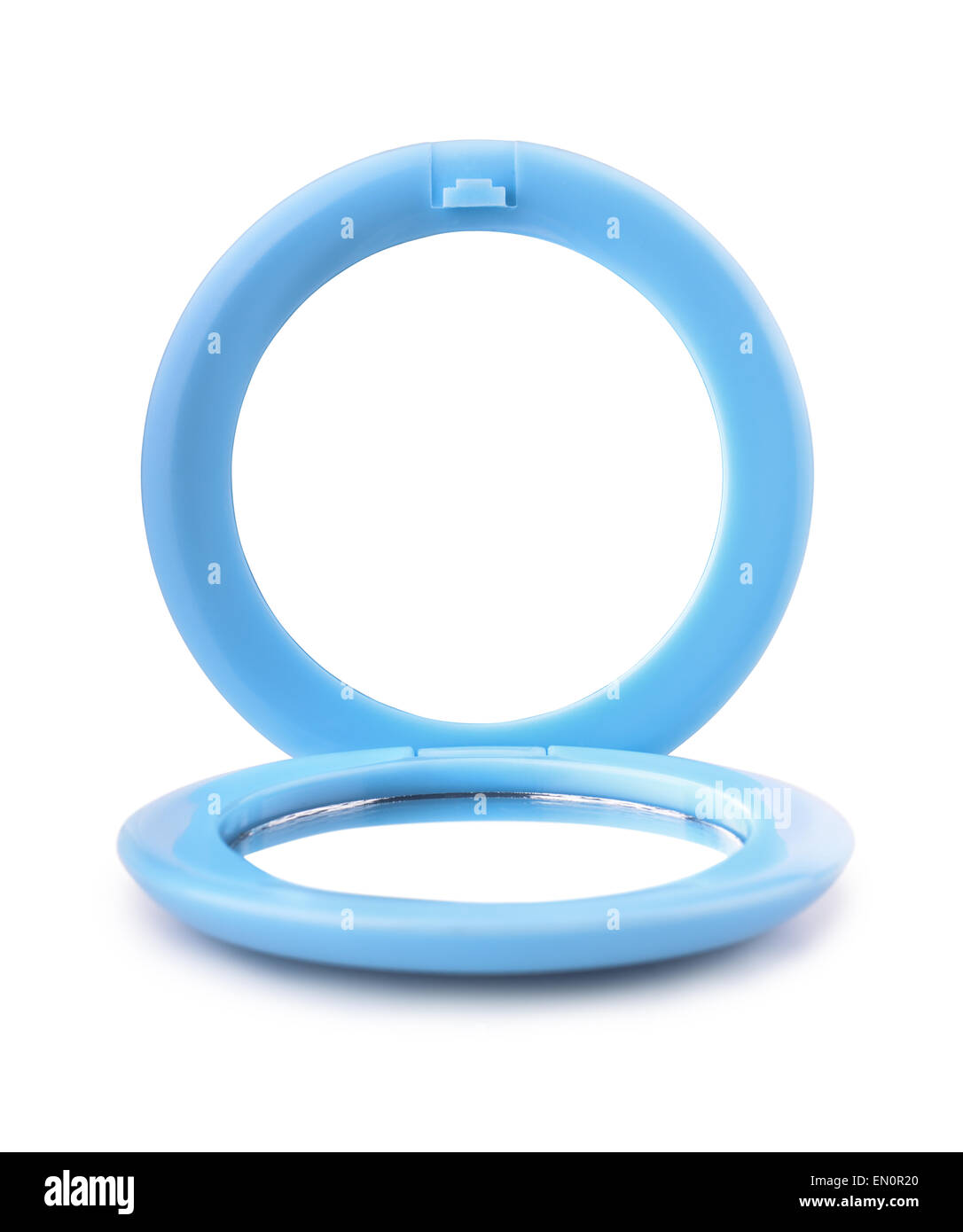 Miroir de poche en plastique bleu isolated on white Photo Stock
