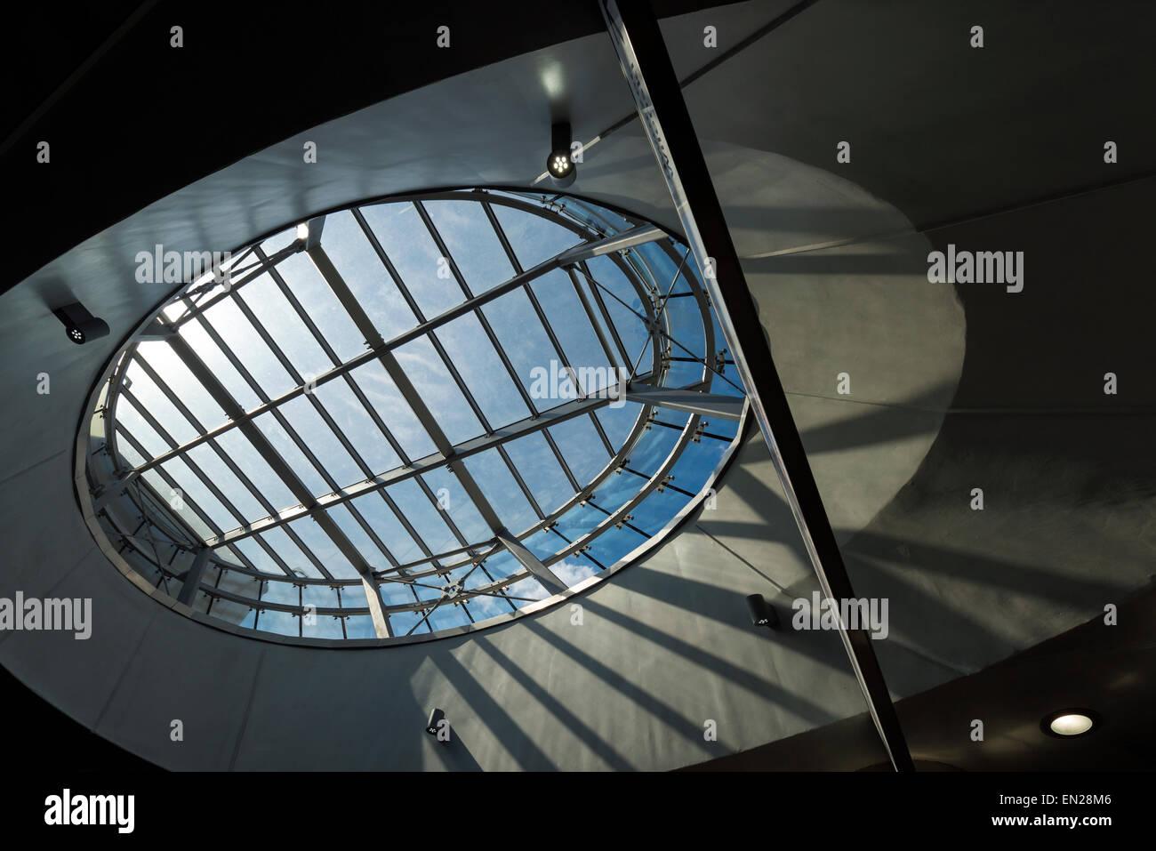 Détail de l'architecture futuriste de la fenêtre de toit ellipse Photo Stock