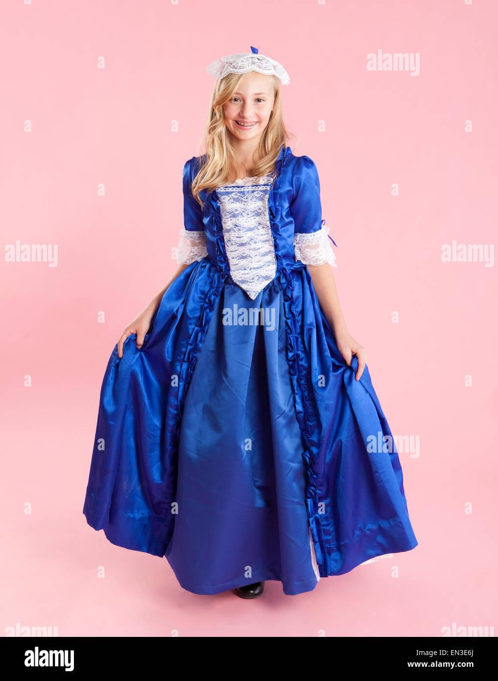 Portrait Of Girl 10 11 In Colonial Robes De Princesse Pour L