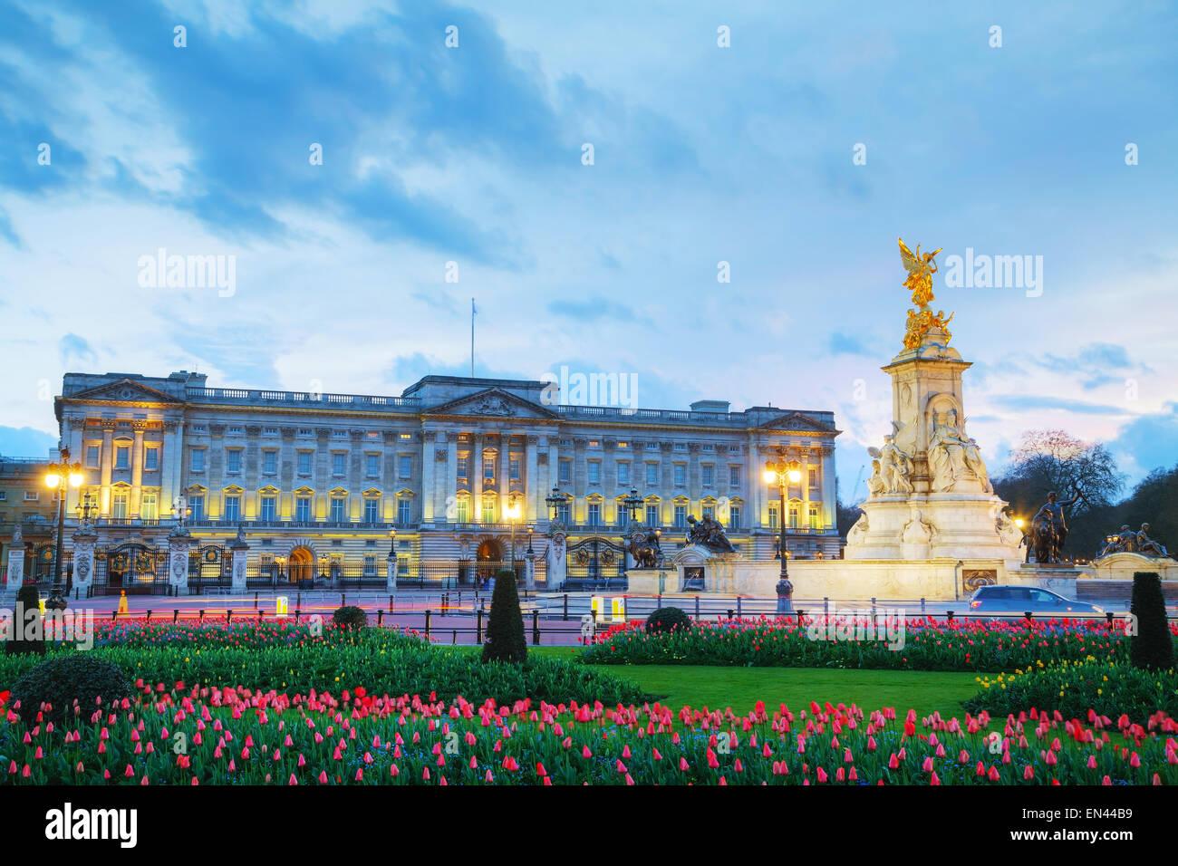 Le palais de Buckingham à Londres, Grande-Bretagne au coucher du soleil Photo Stock