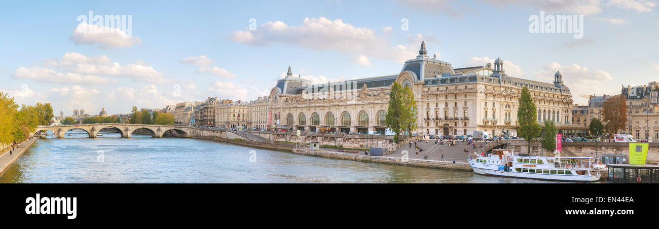 PARIS - 9 octobre: bâtiment du musée d'Orsay le 9 octobre 2014 à Paris, France. Photo Stock
