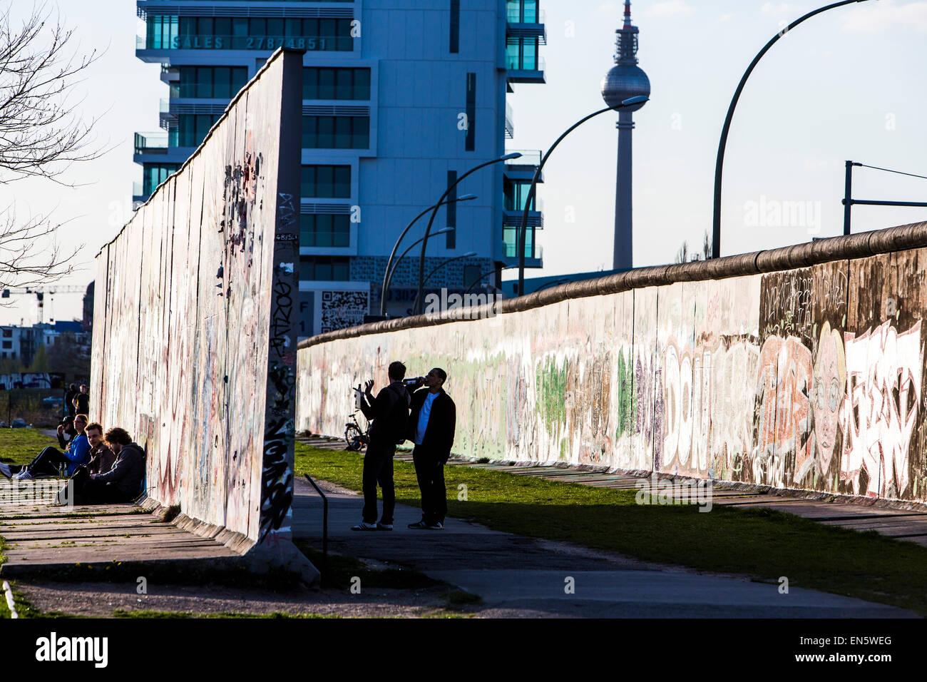 East Side Gallery, par de l'ancien mur de Berlin, peint par les artistes forment tout autour du monde, open Photo Stock