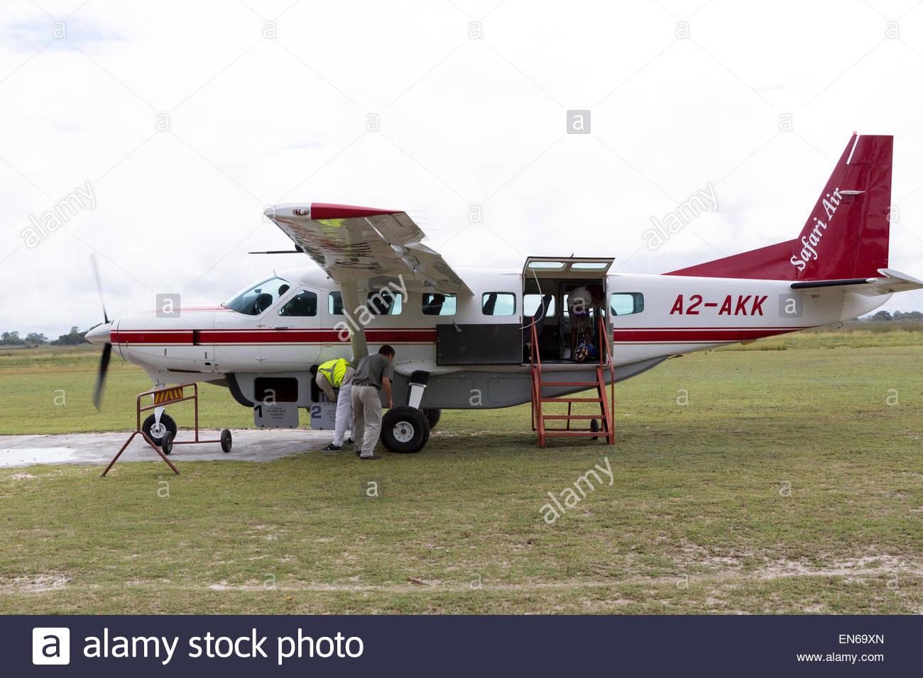 cessna caravan turbopropulseurs largement utilis sur les vols safari en afrique ici au camp. Black Bedroom Furniture Sets. Home Design Ideas