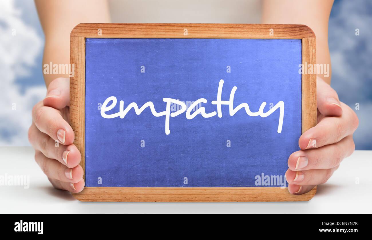 L'empathie contre ciel bleu avec des nuages Photo Stock