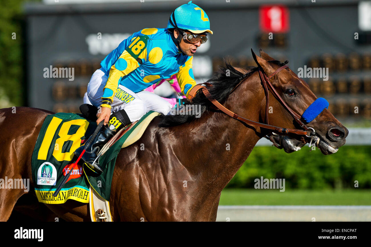 Louisville, Kentucky, USA. 2 mai, 2015. 2 MAI 2015 : American Pharoah, montée par Victor Espinoza, gagne Photo Stock