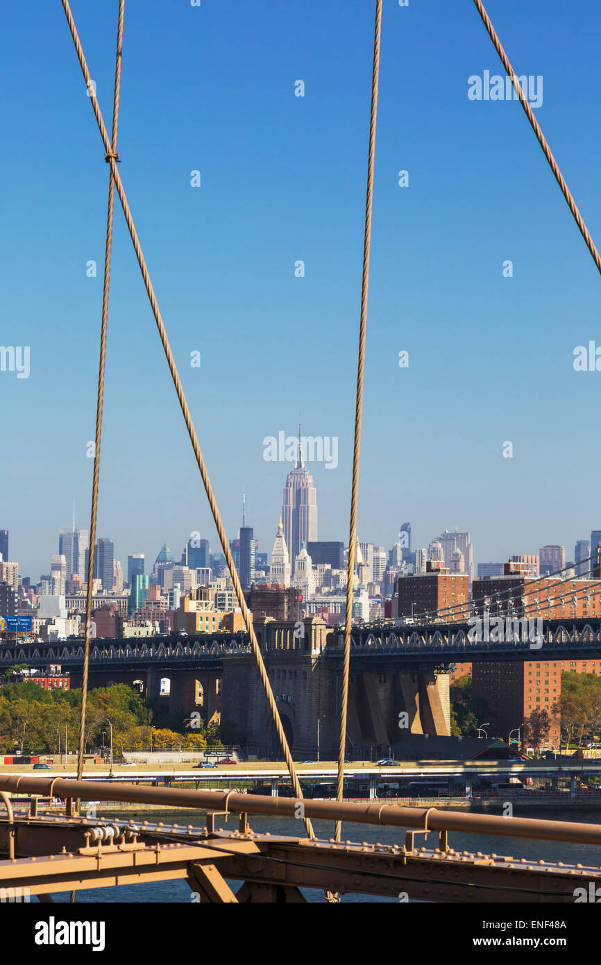 New York, État de New York, États-Unis d'Amérique. Vue depuis le pont de Brooklyn à Manhattan Photo Stock