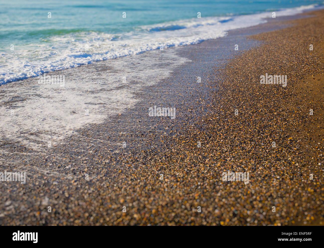 Vagues se brisant sur la mer. Photo Stock