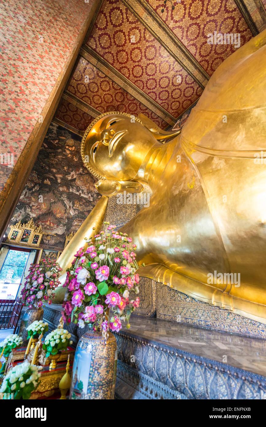 Bouddha couché, Wat Po, Bangkok, Thaïlande Photo Stock
