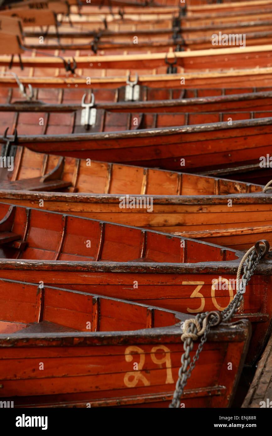 Classique en barques sur la rivière par Elvet Durham Bridge UK Photo Stock