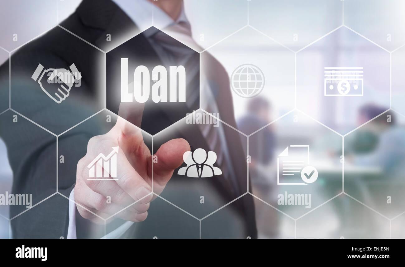 Businessman en appuyant sur un bouton concept de prêt. Photo Stock