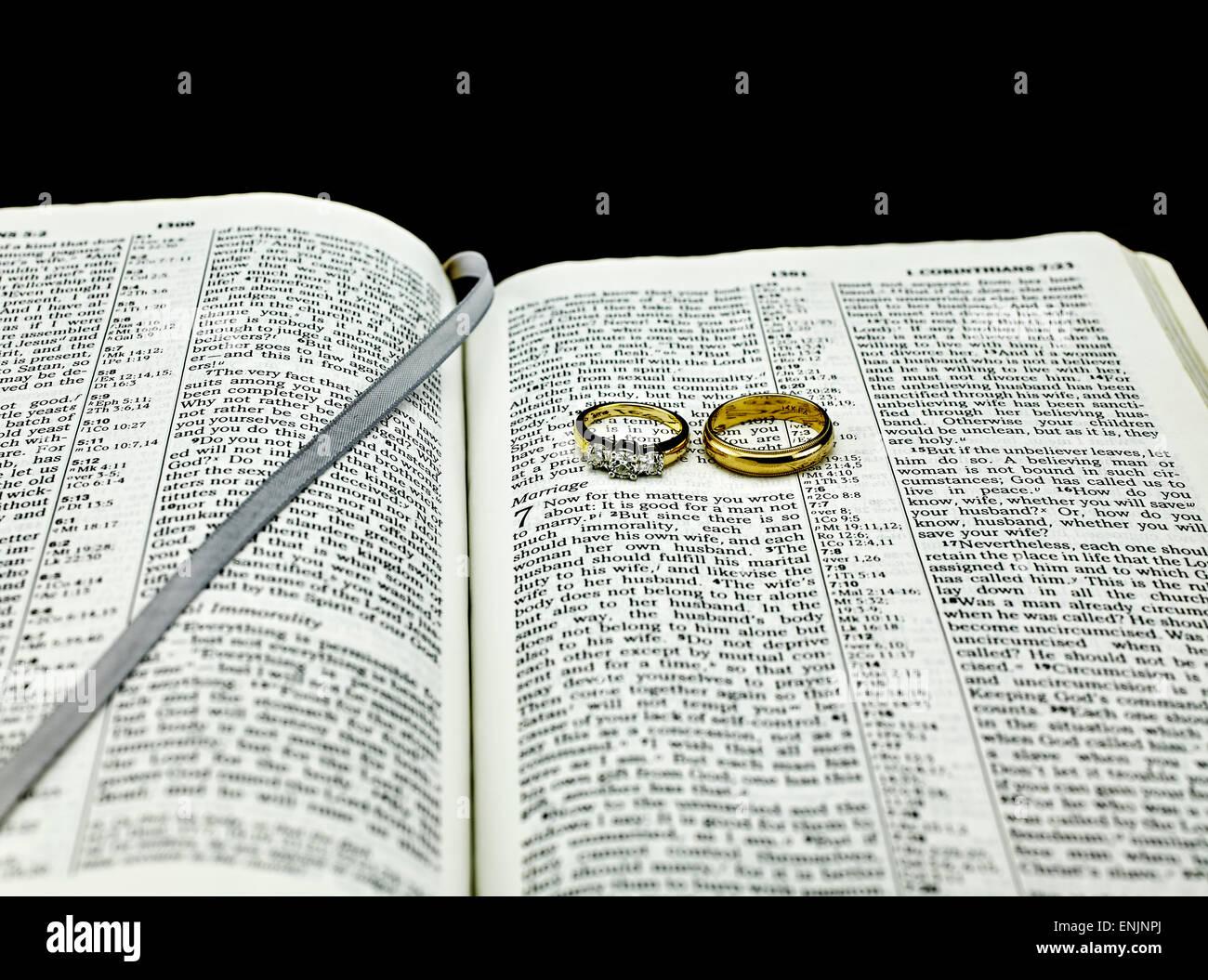 Verset De La Bible Sur Le Mariage Avec Deux Anneaux De