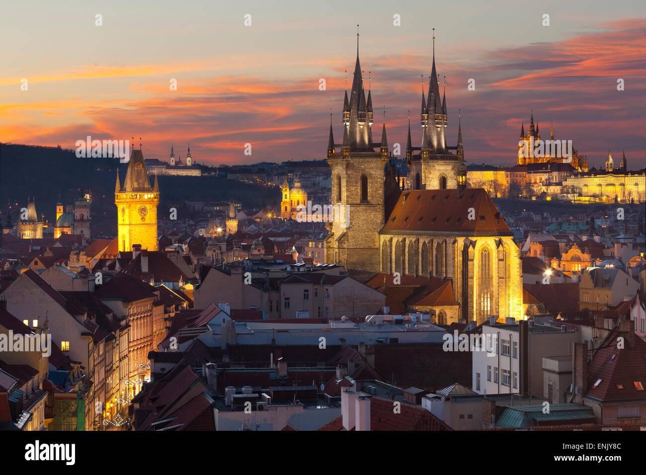 Aperçu du centre historique au coucher du soleil, Prague, République Tchèque, Europe Photo Stock