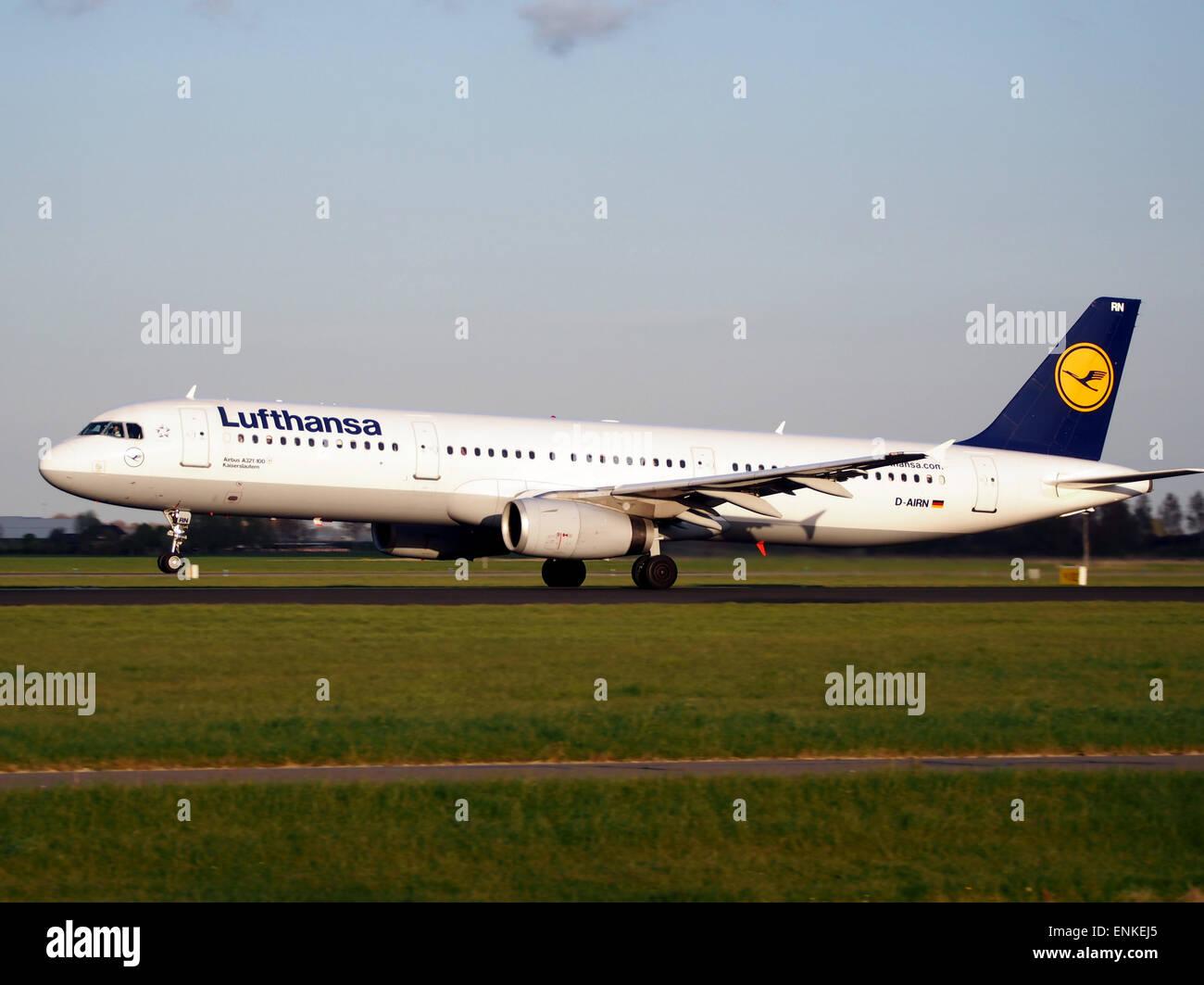 D-AIRN Lufthansa Airbus A321-131 le décollage de Polderbaan, Schiphol (AMS - EHAM) au coucher du soleil, Photo Stock