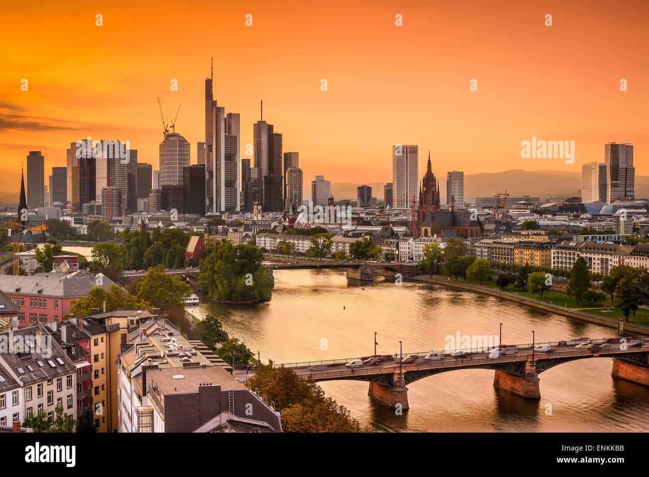Frankurt, Allemagne skyline sur le cours principal de la rivière. Photo Stock