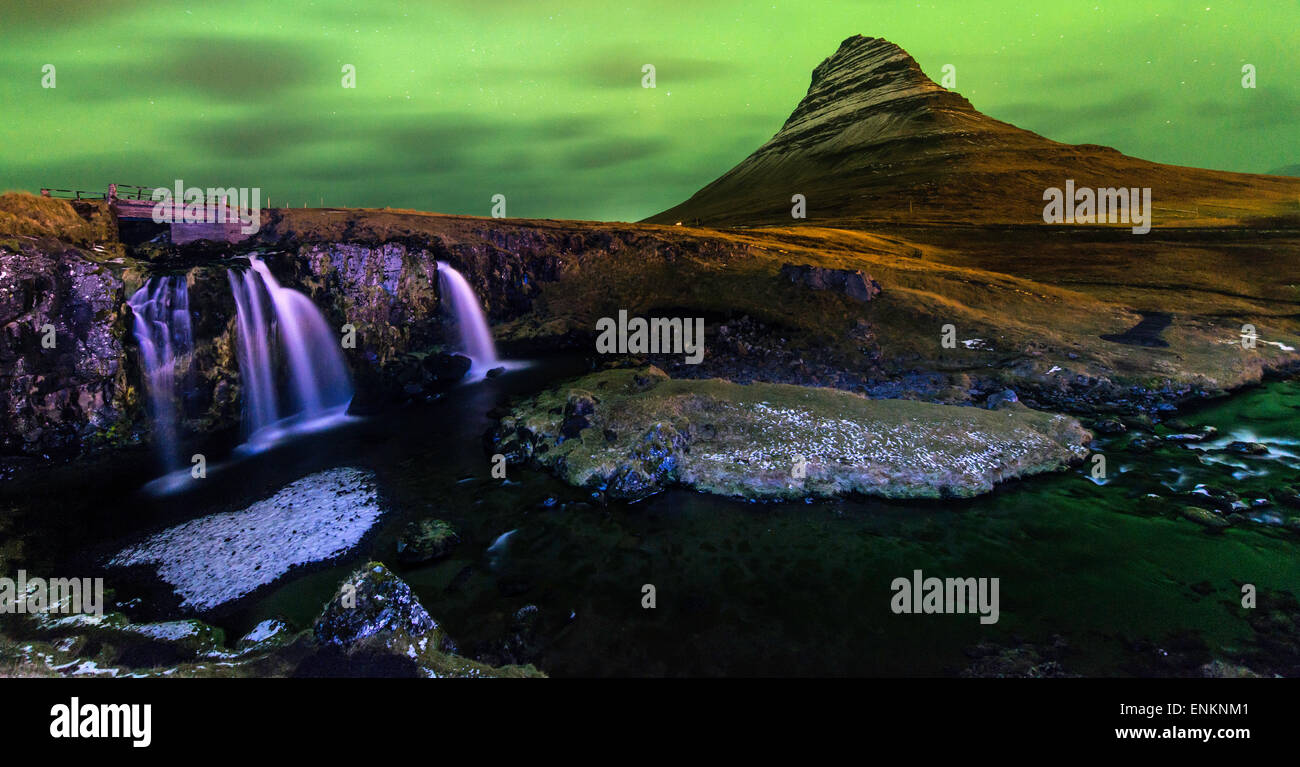 Kirkjufell Mountain de nuit au sud-ouest de l'Islande Photo Stock