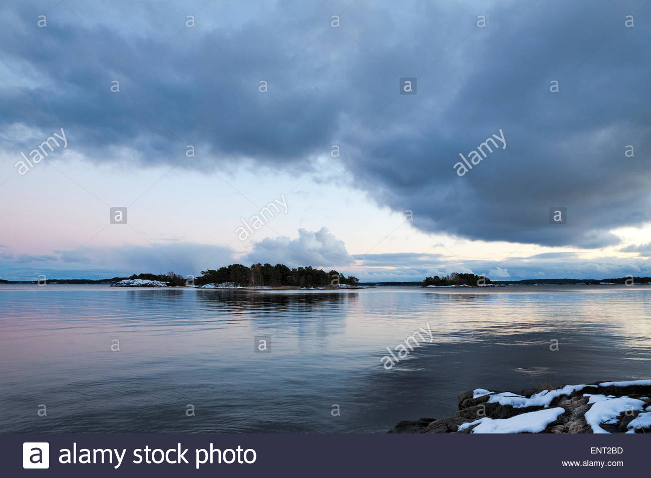 Dark Cloud et l'eau calme Photo Stock