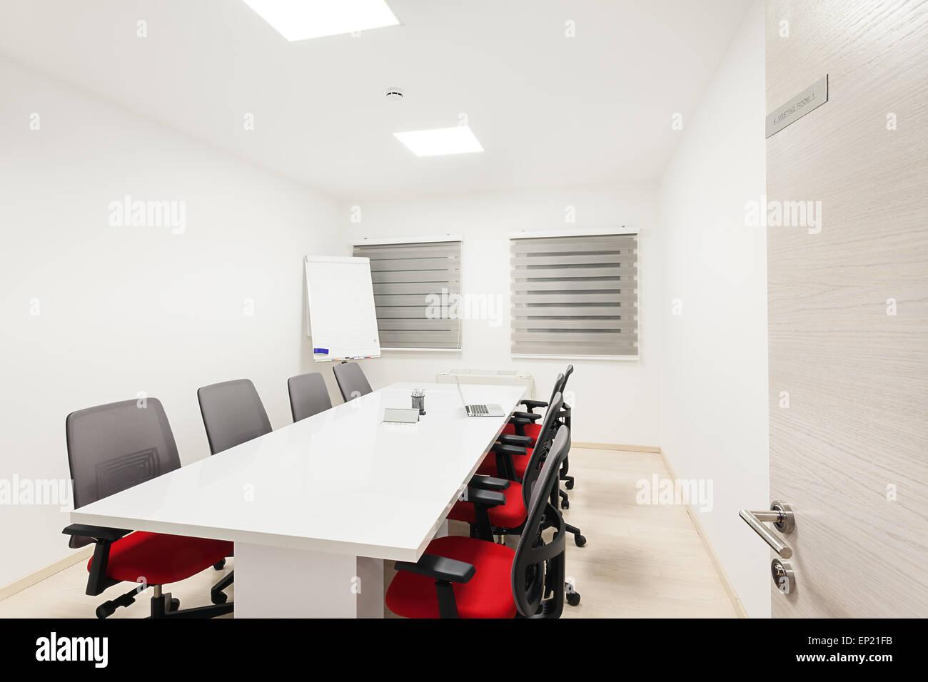Détails d'une salle de réunion moderne en blanc. Banque D'Images