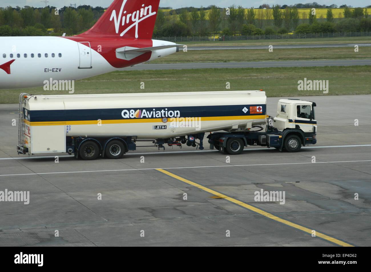 Q8 CAMION-CITERNE DE CARBURANT AVIATION AÉROPORT ÉDIMBOURG Photo Stock