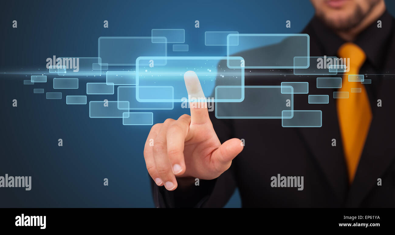 Businessman appuyant sur high tech type de touches modernes Photo Stock