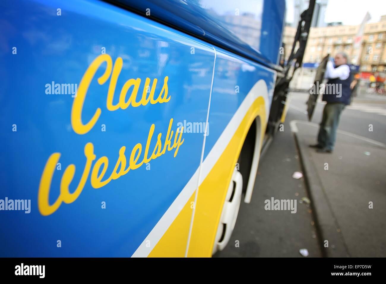 """'Claus Weselsky"""" est écrit sur un bus longue distance de la """"einBus.de' entreprise de bus en face de la gare principale Banque D'Images"""