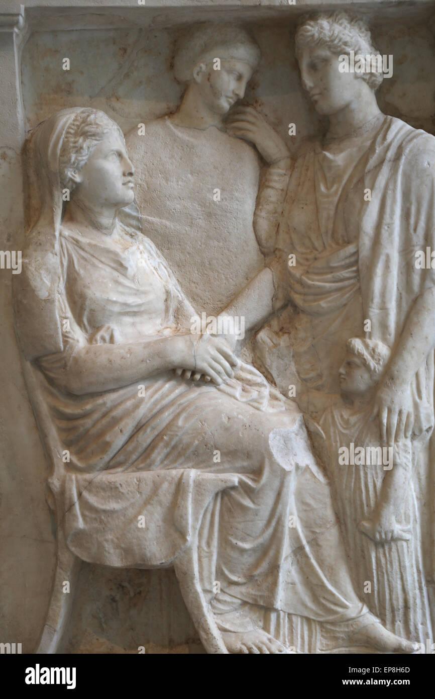 Stèle de marbre d'une femme. Le grec, l'Attic ca. 375-350 B.C. Photo Stock