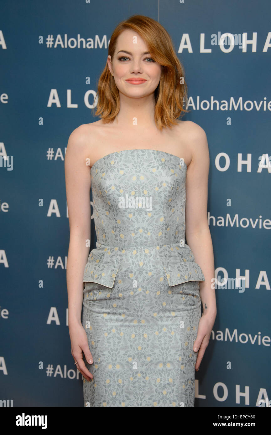 Emma Stone pose pour les photographes à l'arrivée à l'UK premiere de l'Aloha, Londres. Photo Stock