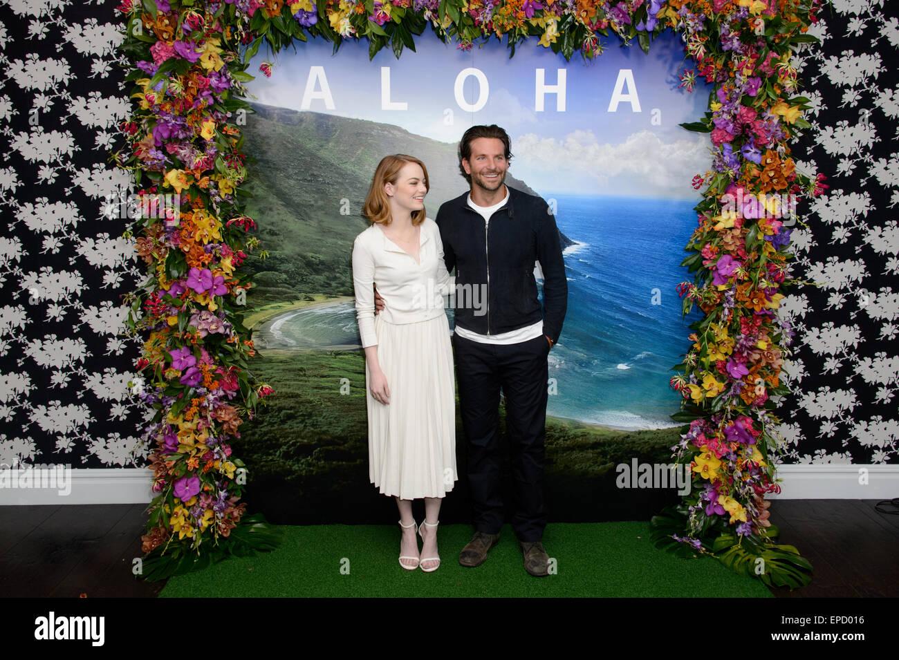 Emma Stone et Bradley Cooper arrivent à un photocall pour l'Aloha, Londres. Photo Stock
