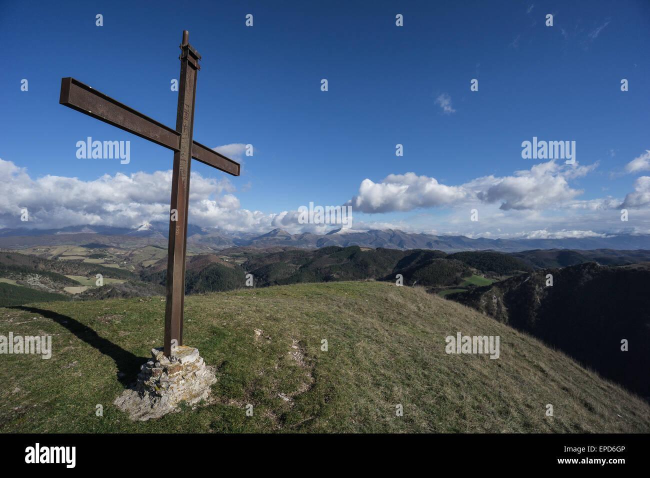 Sommet de la croix sur le mont Foce, Apennins, Ombrie, Italie Photo Stock