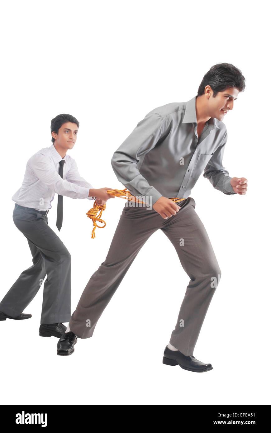 Deux hommes d'affaires avec une corde Photo Stock