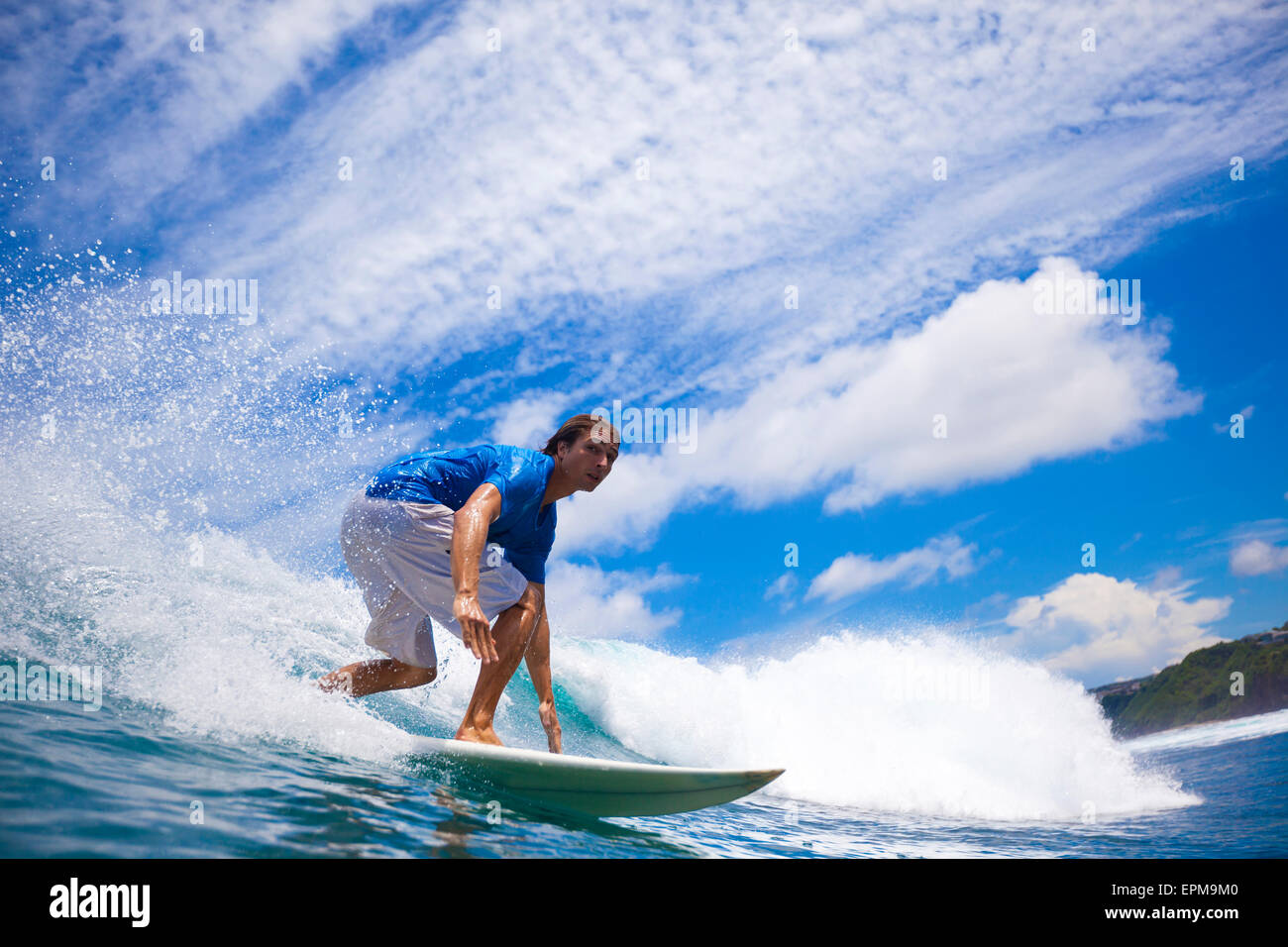 L'INDONÉSIE, Bali, le surf homme Photo Stock