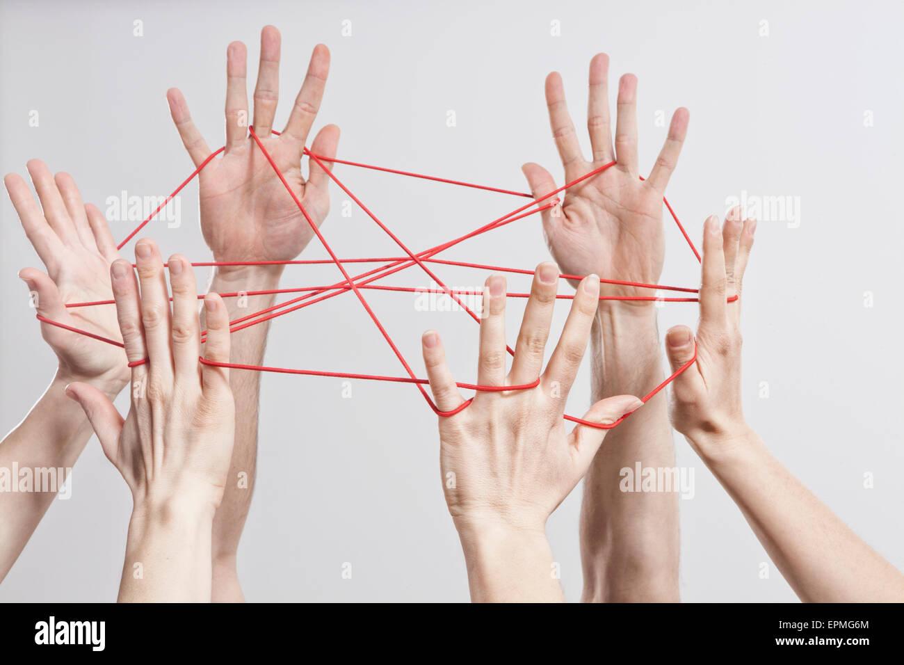 La liaison, de l'équipe, travail en équipe, Relation, mains, Cat's cradle Photo Stock