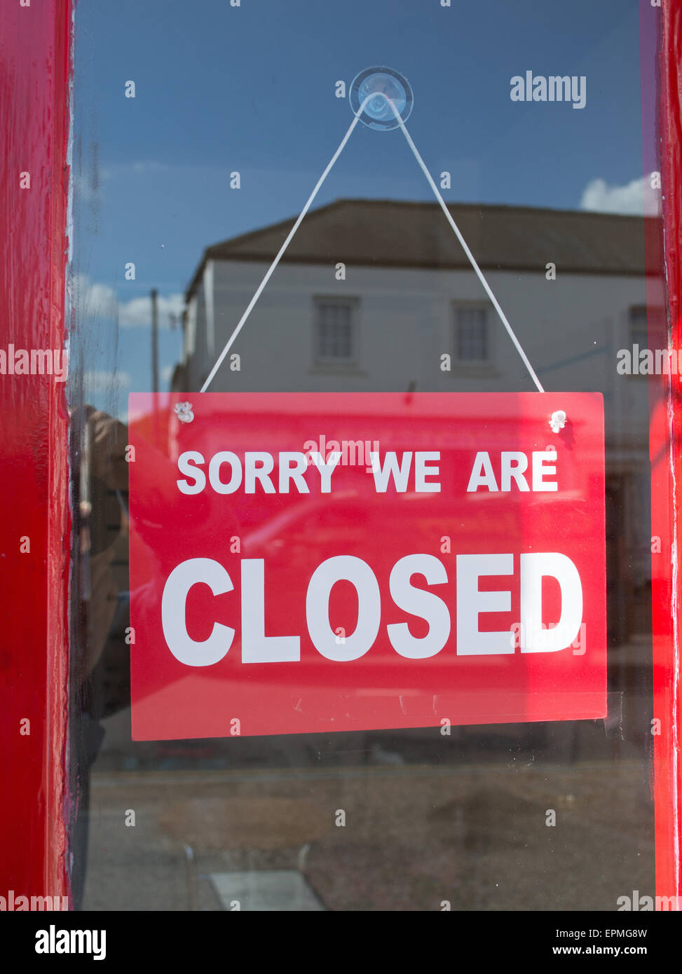 Signe, désolé nous sommes fermés au sein d'une vitrine Photo Stock